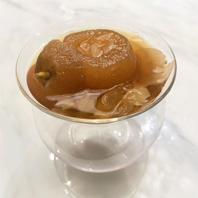 枣皇雪莲子炖香梨 (每位) SWEET SOUP WITH DOUBLE-BOILED PEAR